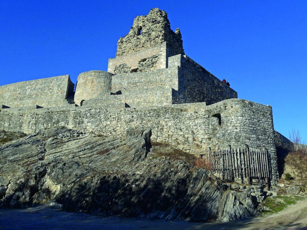 Temelji Smledniškega gradu