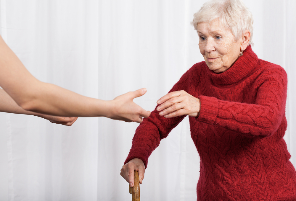 Slika 2: Zaradi neaktivnosti in nekaterih bolezenskih vzrokov se s staranjem ravnotežje lahko poslabša.
